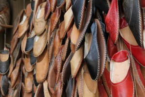 Calzature artigianali prodotte in oriente. Comode e Glamour