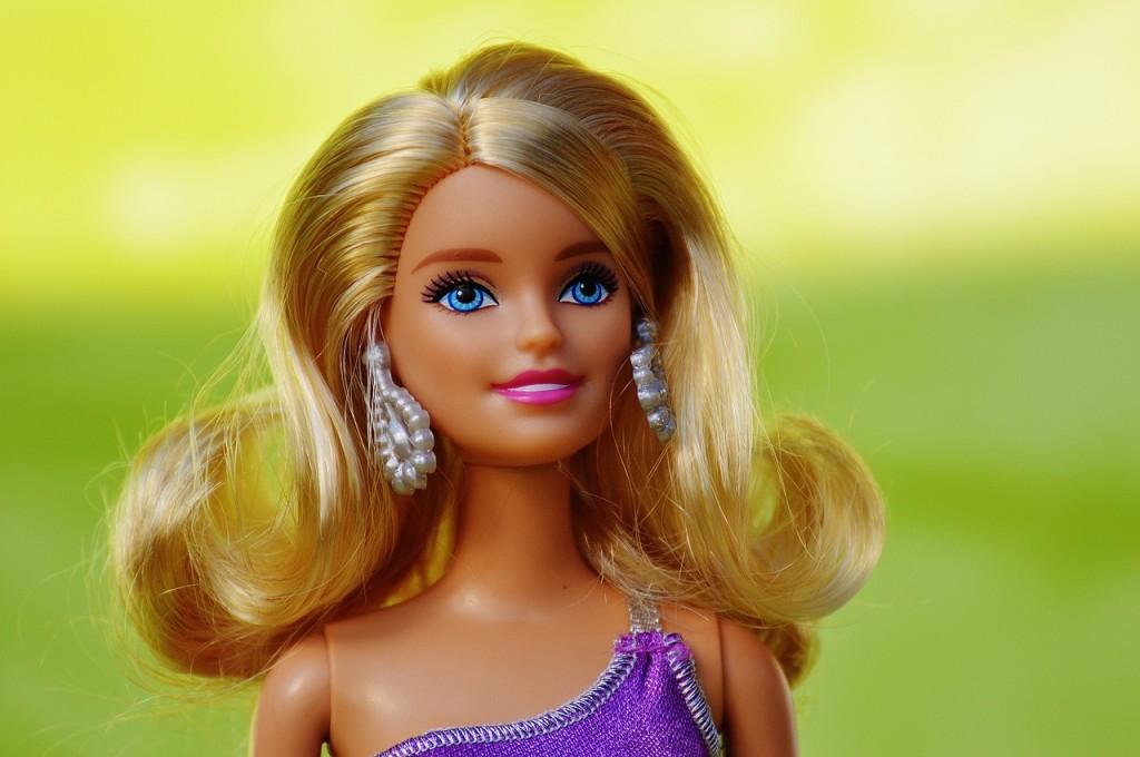 Evita l'effetto bambola di Plastica. In Estate esalta il tuo Incarnato con un trucco leggero e naturale