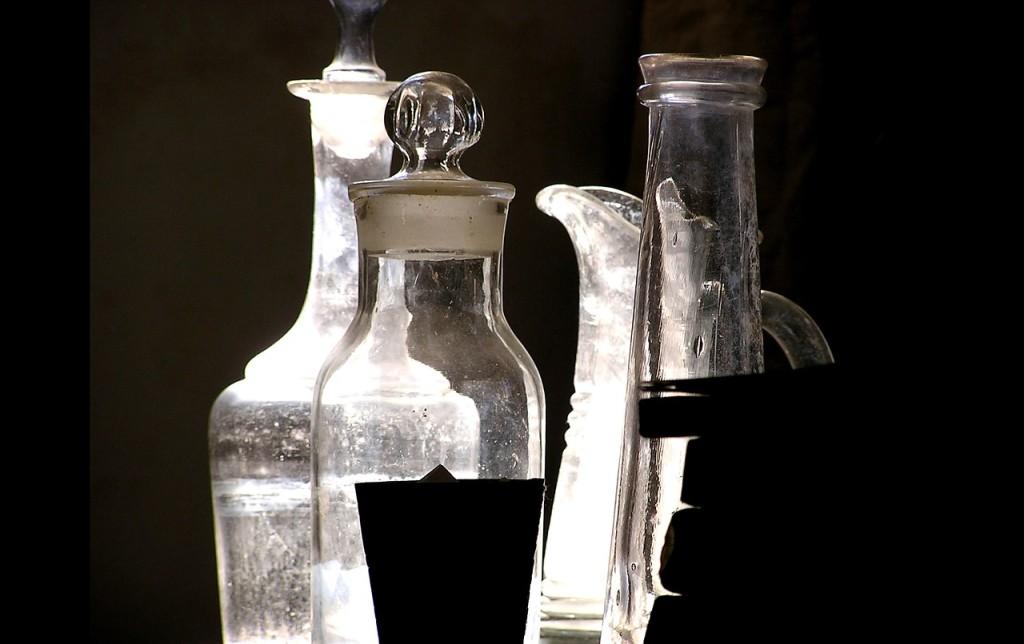 Prepara Flacconi da 100 ml in plastica con coperchio ermetico. Procurati bustine monodose dei tuoi prodotti preferiti.