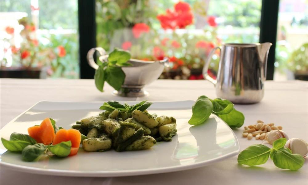 Gnocchi o Pasta al Pesto genovese
